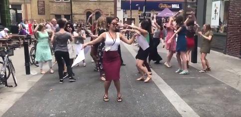 jaipiscineavecsimone_le_grand_bain_dancing_is_not_a_crime_video_Amnesty_International