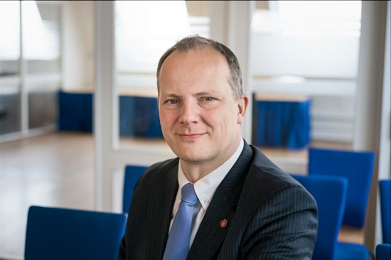jaipiscineavecsimone_le_grand_bain_ministre_norvégien_demission