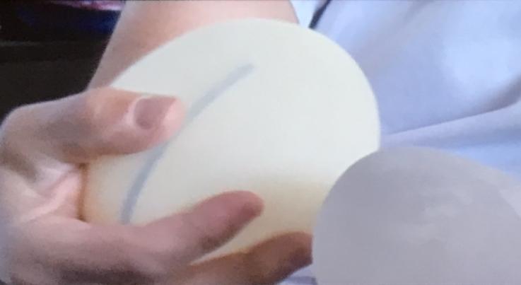 jaipiscineavecsimone_actu_implants_mammaire_interdiction