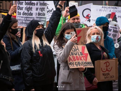 manifestation femmes Pologne contre la loi anti avortment